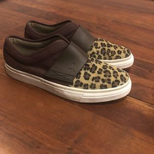 {Puma} Leopard print slip on size 9.5